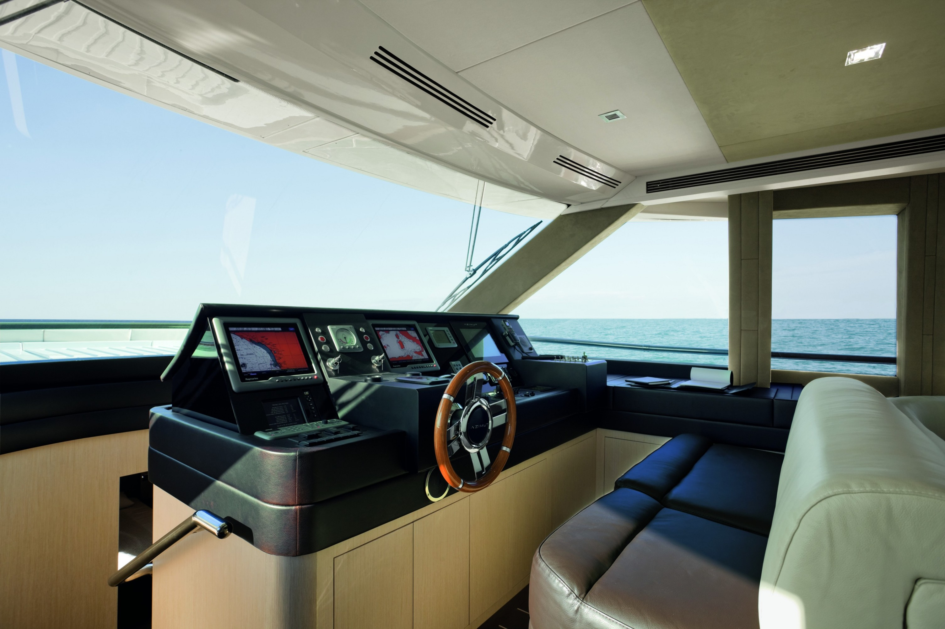 Azimut-Magellano-74-the-bridge (1)