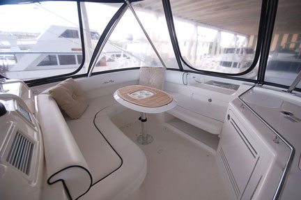 motor-yacht-sales-58-sea-ray-sedan-bridge-flybridge-1