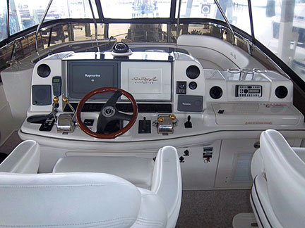 yacht-sales-52-sea-ray-bridge-controls