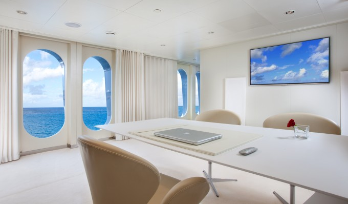 Motor yacht IDOL-  Office-680
